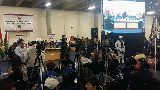 El centro de cómputo del Tribunal Supremo Electoral de Bolivia procesa las actas electorales.