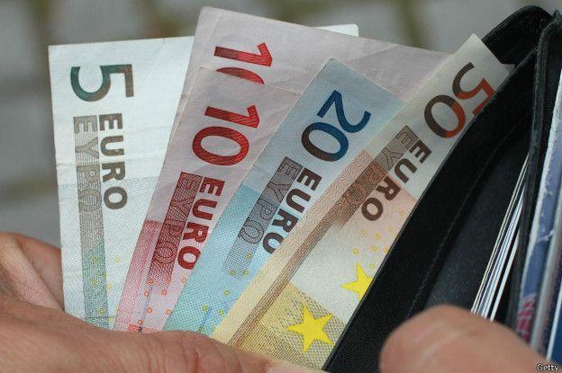 Los bancos extranjeros prestaron dinero a los países con déficit.