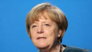 Muchos dicen que hubiera sido más fácil para los países en crisis hacer ajustes si el gobierno de Angela Merkel hubiera dejado de tener superávit.