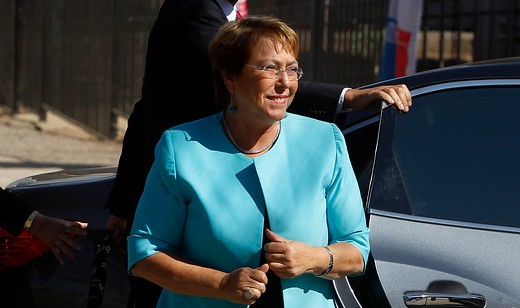 Cadem: humor político golpea a Bachelet y apoyo cae a 20%