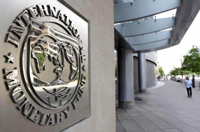 La dura realidad económica que ve el FMI para América Latina y el ajuste en los datos para Chile