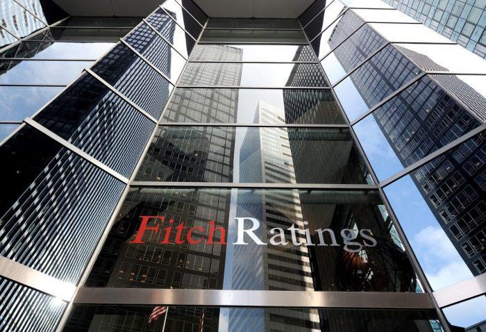 Y solo queda una: Fitch se suma a S&P y recorta clasificación de riesgo para Chile por prolongada debilidad de la economía