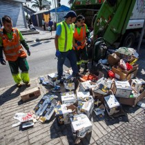 Basureros amenazan con paro tras extensión de jornadas laborales