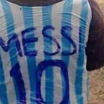 [Video] El niño afgano que emociona al mundo con su camiseta de Messi