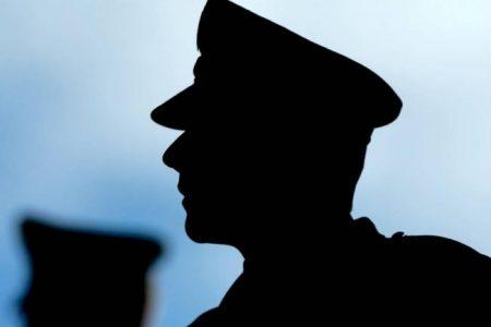 Escándalo de prostitución masculina forzó renuncia del jefe de la policía colombiana