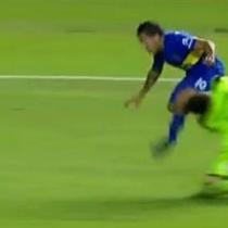 [Video] Carlos Tévez le fractura el maxilar inferior al arquero de Newell's