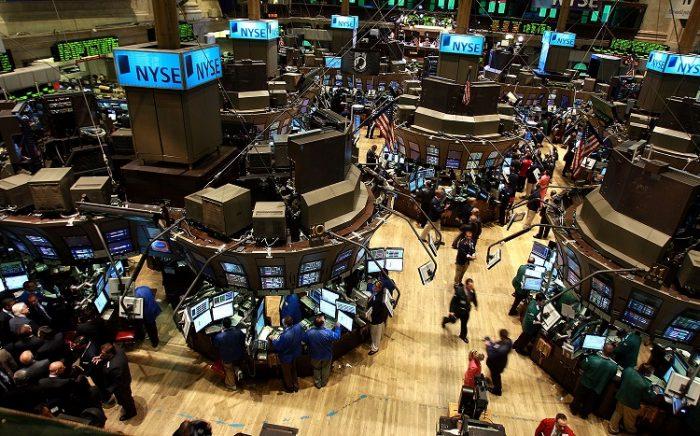 Operadores ignoran mercado de bonos y siguen castigando al dólar