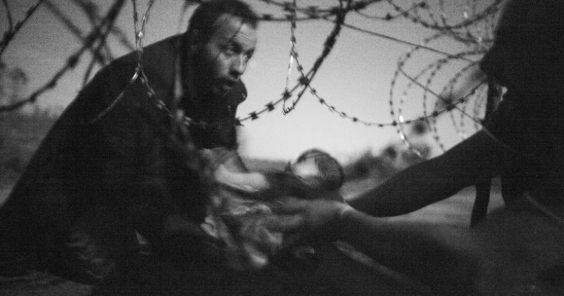 Una foto que escenifica el drama de los refugiados gana el premio World Press Photo