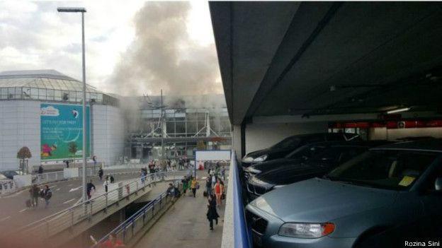 Las primeras imágenes mostraron una columna de humo sobre una de las terminales.