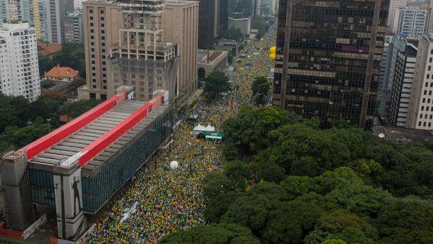 Las cifras oficiales hablan de que cerca de 1,8 millones de personas se manifestaron hoy en Sao Paulo.