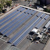 Centro cultural GAM inaugura el techo solar más grande de Santiago