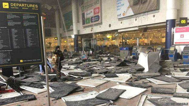 El aeropuerto de Zaventem fue cerrado y las principales líneas de trenes y el metro han sido evacuados.
