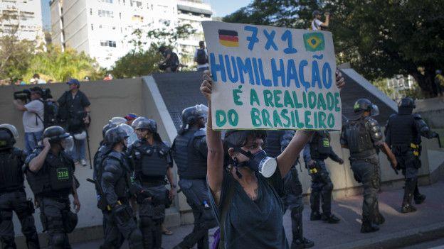 En Brasil, hubo protestas en contra del Mundial de Fútbol debido a las dificultades económicas que vive una parte de la sociedad.