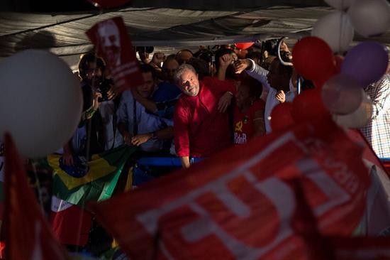 """""""Quieren dar un golpe"""": lo que piensan los que defienden en Brasil a Lula da Silva y Dilma Rousseff"""