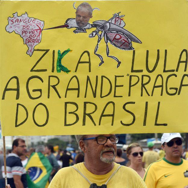 Varias ciudades se han unido a las protestas, no solo en Brasil sino en el exterior. En París, cerca de 70 personas se concentraron al frente de la embajada de Brasil para expresar su oposición al gobierno. Esta imagen fue tomada en Río de Janeiro.