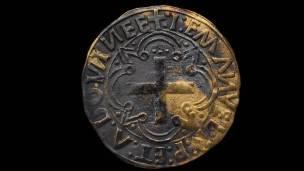 Moneda de un cruzado de oro, acuñada en Lisboa entre 1495 y 1501.