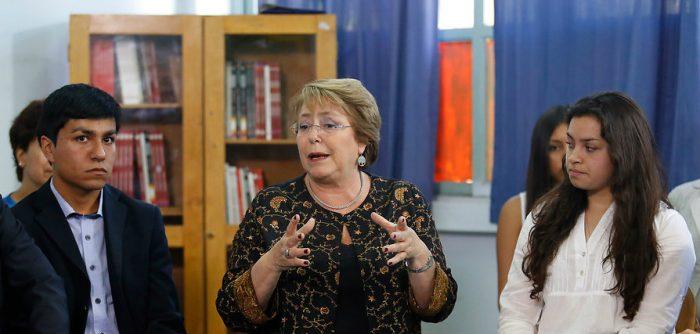 Errores en la gratuidad: bolsa de gatos amenaza el salvavidas político de Bachelet