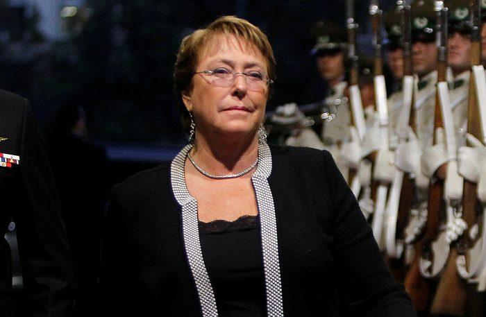 Diario español El País se pregunta: ¿Cómo ha cambiado Bachelet desde que llegó por primera vez al poder?