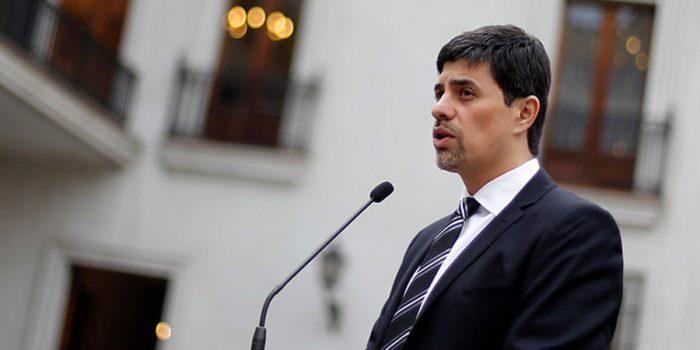 Díaz calificó situación de Longueira como un hecho que atenta contra la democracia