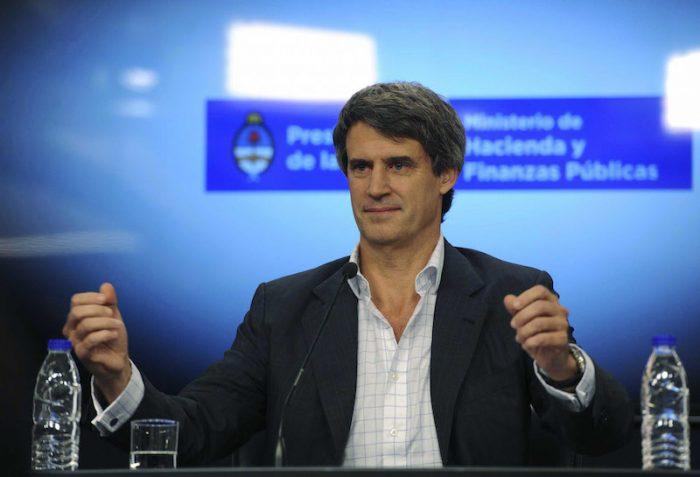 Argentina niega a extranjeros acceso a bonos tras subida del peso