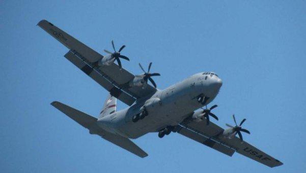 Mueren 22 personas al estrellarse un avión militar en Ecuador