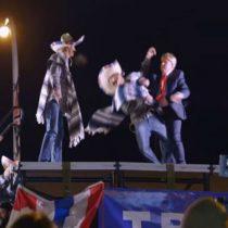 [Video] Donald Trump se enfrenta en lucha libre a mexicanos y gana