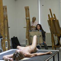 [Video] Iggy Pop posa desnudo en una clase de arte en New York Academy of Art