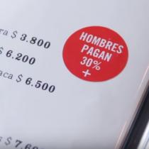 Video: ¿Cómo reaccionan los hombres chilenos cuando enfrentan la brecha salarial de las mujeres?