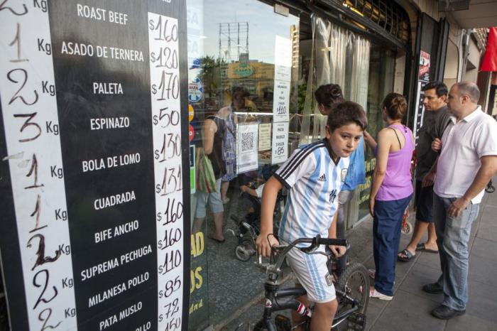 Como si fuera un asado: las recetas de Argentina para bajar su histórica inflación