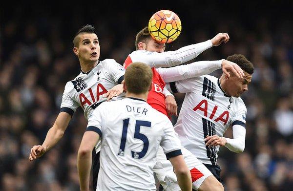 Alexis rescata un punto para el Arsenal en el derby de Londres