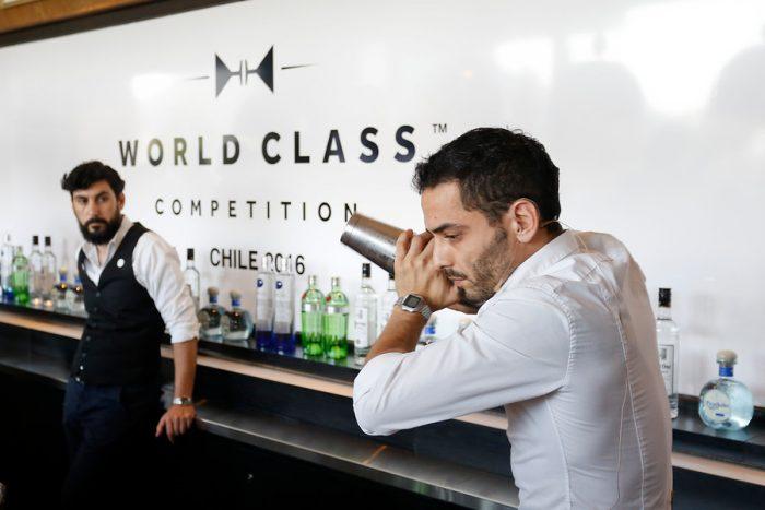 [Fotos] Los bartenders de los mejores bares de Santiago se miden en la competencia de World Class en Chile