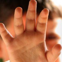 Parvularia amordazó con cinta adhesiva a niño de cinco años en Puerto Montt