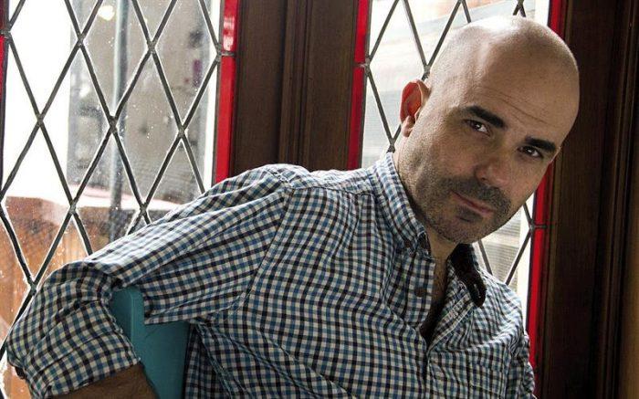 El autor de «El secreto de sus ojos» gana Premio Alfaguara de Novela