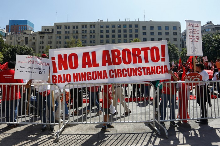 """¿Por qué hay chilenos que apoyan el """"embarazo forzado"""" por violación?"""