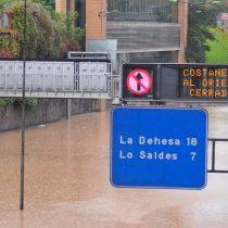 Agua turbia: la lluvia colapsa Santiago y deja a cuatro millones de personas sin agua, dardos apuntan a las concesionarias