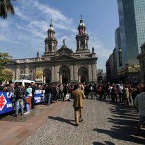 Miles de personas llegan a responso de Patricio Aylwin en la Catedral Metropolitana