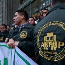 [Galería] Funcionarios de Gendarmería protestan frente al Ministerio de Justicia