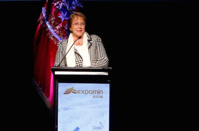 Bachelet dice que Chile debe apostar por nueva economía