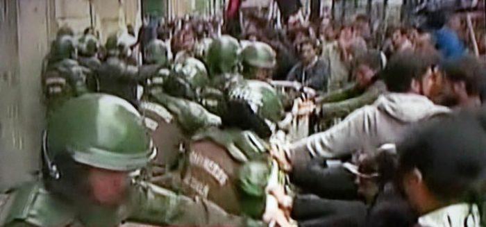 Estudiantes protestan frente al Mineduc y Hacienda: