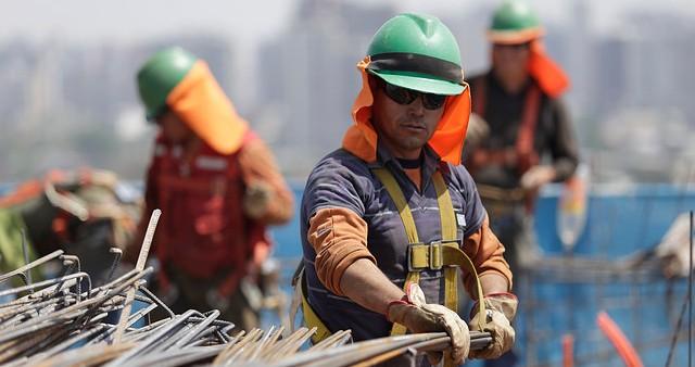 Desaceleración económica y deterioro en el mercado laboral empujaría al sector construcción a terminar el año con cifras negativas, tras un 2015 record