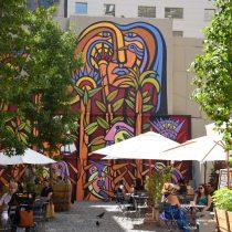 La Plaza de Bolsillo Morandé 83, un oasis en la selva de cemento, un punto de fuga
