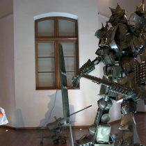 Enorme robot invita a cuestionar las estructuras mercantiles de las obras de arte