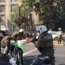[VIDEO] Carabineros envueltos en polémico arresto a taxista en Providencia