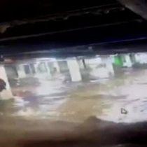 [Video] Cámara de seguridad muestra el estacionamiento subterráneo del Costanera Center totalmente inundado