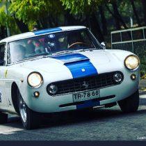 Más de 50 autos clásicos participaron en la primera