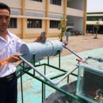 Estudiante vietnamita inventa una máquina barata que produce agua potable