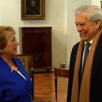 [VIDEO] Bachelet recibe a Mario Vargas Llosa en La Moneda