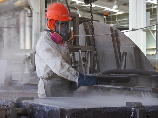 Trabajadores interponen denuncia ambiental contra única empresa que funde plomo en Chile ubicada en Calama