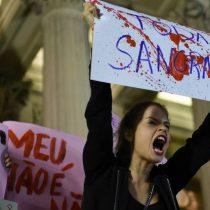 """""""No me duele el útero y sí el alma"""", dice víctima de brutal violación colectiva en Brasil"""