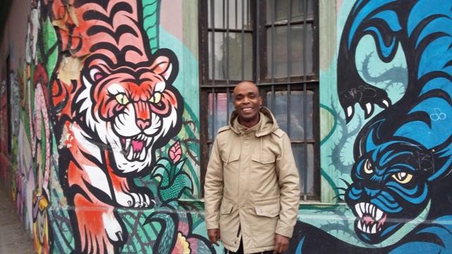 """Jean-Michel Carda, director de asociación responsable del festival de graffitti francés Kosmopolite que se reedita en Chile: """"Vuestros muralistas son excepcionales"""""""